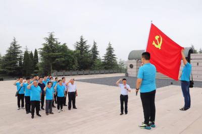 """高新区民营企业服务队开展""""追忆红色岁月 传承革命精神""""主题教育活动"""
