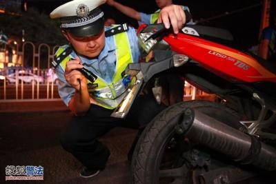 注意!无证驾驶摩托车,罚款并拘留