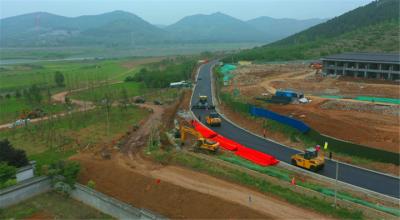 济宁首条融雪沥青道路施工加速推进 已完成工程量90%