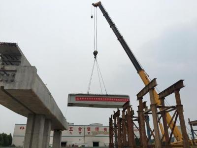 济宁快速路一期工程二标项目首跨钢箱梁架设成功