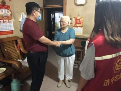 粉蓮街社區走訪慰問老黨員 讓他們感受關懷和溫暖