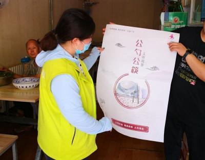 社區志愿者走進餐廳飯店 推廣公筷公勺