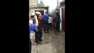 踐行社會主義核心價值觀 眾人合力救火 城管隊員徒手搶出煤氣罐