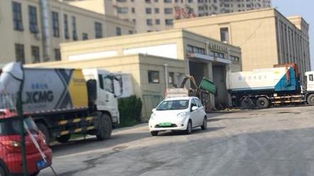 网友:垃圾中转站与幼儿园仅一墙之隔 臭气熏天怎么办?