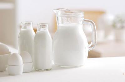 國產牛奶不安全沒營養?別被謠言忽悠了