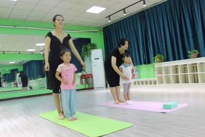 济宁广电传媒艺术培训中心舞蹈班!少儿指导班!