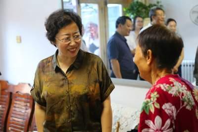 济宁市妇联举办美丽庭院创建工作现场推进会