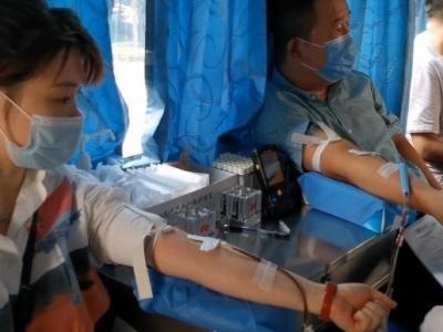 今天他們用無償獻血的方式 慶祝屬于自己的節日