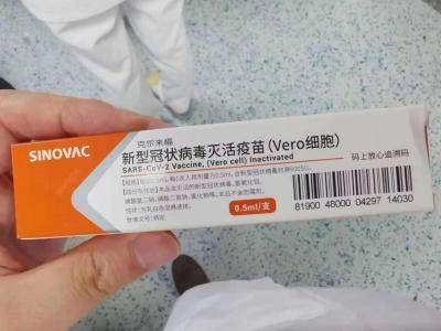朋友圈网传两款新冠疫苗还没上市 微商兜售请举报