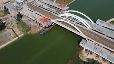 离通车又进一步!内环高架京杭运河桥钢箱梁完成吊装