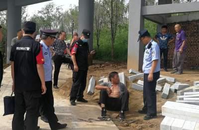 尷尬!兗州男子順手牽羊偷車 不料當場被抓