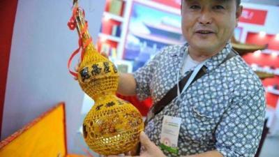这套手工雕刻葫芦价值73万!上面刻有孔子七十二圣贤图