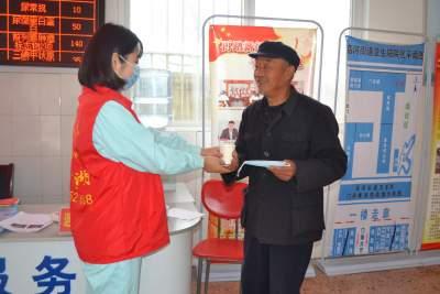 金乡志愿服务队学雷锋做好事 助患者暖人心