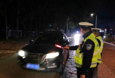 兖州区持续开展夜查行动 消除道路交通安全隐患