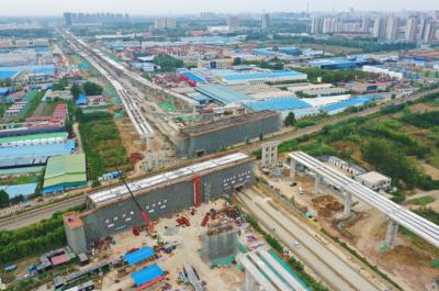 31599com主城区内环高架及连接线项目西外环涉铁转体桥(东幅)完成浇筑