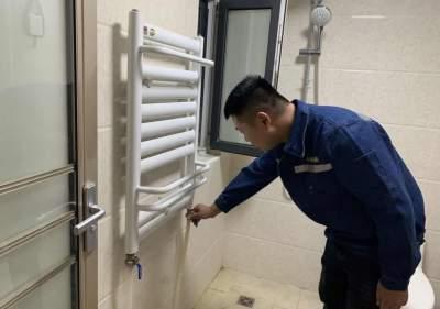 北湖科技供热公司对供热系统最后调试,居民家里逐渐热了起来