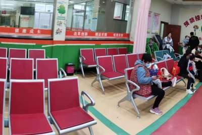 """""""冰板凳""""变""""暖""""了!任城区某医院座椅的三天蜕变"""