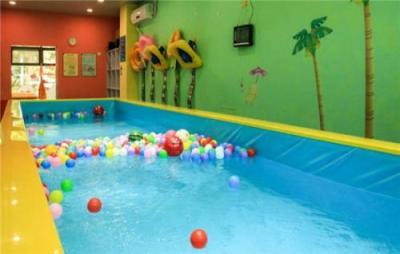 嬰幼兒水育是過度宣傳 專家:3月齡以下幼兒應避免游泳