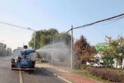 高新区对城区主次道路进行集中清扫清洗