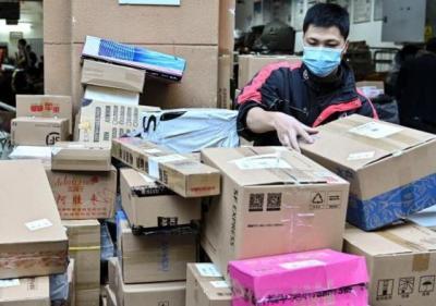 """""""雙11""""快遞包裝去哪了?收廢品大媽一天收800斤紙箱"""