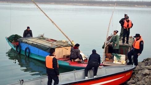 网友举报:泗河段有人非法捕捞 破坏泗河生态链