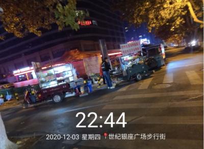网友投诉:兖州城区某路口处多个商贩违规占道经营(组图)