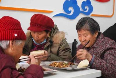 """两菜一汤只要5元钱,""""幸福食堂""""飘出""""幸福味儿"""""""