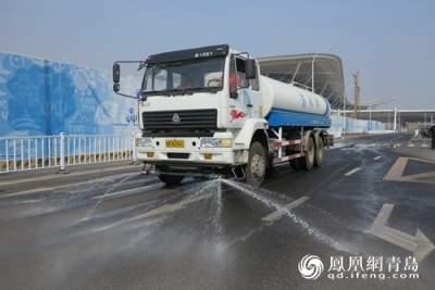 路面结冰了!建议洒水车合理安排作业时间