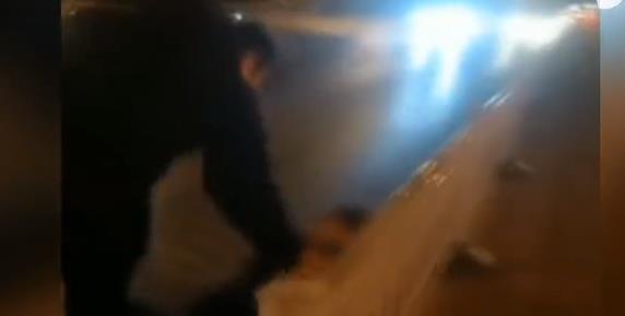 鄒城三名男子深夜機動車道逆行 但很多人卻為他們點贊……