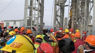 棲霞金礦事故救援最新進展:五中段三位被困礦工升井
