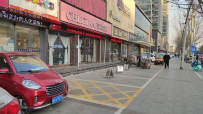 商家私占公共停车位被投诉 部门:依法清理