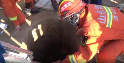 中年女子被困8米深地窖 济宁消防紧急救援
