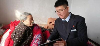 邮储银行泗水支行送金融服务上门 解老年客户后顾之忧
