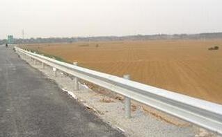 道路屡遭破坏影响村民出行 网友:抓紧修缮