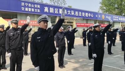 濟寧高新交警大隊開展隊列和指揮手勢訓練活動