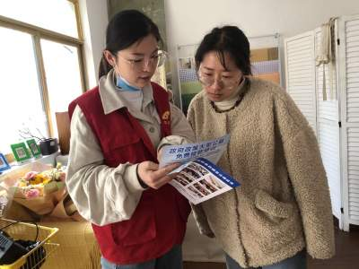 粉蓮街社區開展人社政策入戶宣傳活動