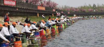 """釣魚大賽火熱開桿 180名""""釣魚高手""""齊聚泗水青界湖畔"""