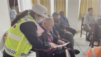 北湖交警走進園林服務中心開展交通安全培訓