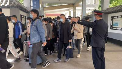 """""""五一""""小长假首日 兖州火车站日发送旅客1.3万人次"""