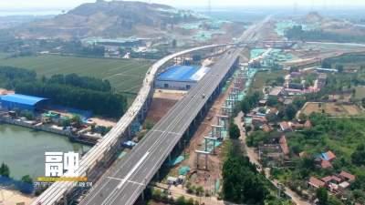 济微高速两城互通立交A匝道预制梁全部架设完成