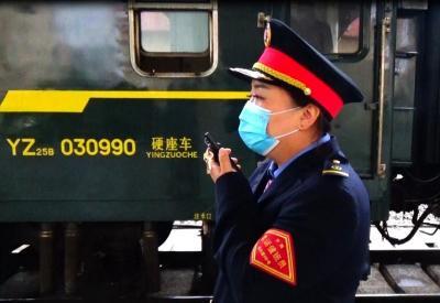 旅客手机遗落列车上 兖州火车站工作人员帮忙寻回