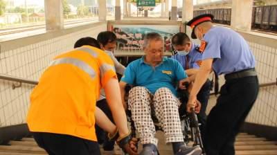 正能量丨兖州车站工作人员暖心之举让旅客连声道谢