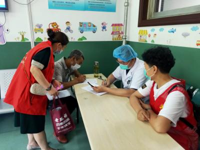 """我为群众办实事 解放路社区开展""""信用+疫苗接种""""志愿服务"""