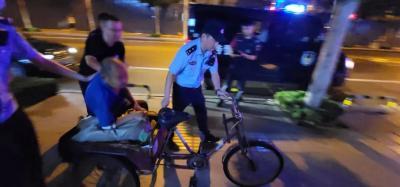 濟寧正能量 | 老大爺騎三輪不慎摔倒 北湖民警護送回家