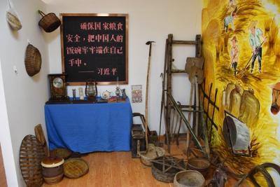 """助力乡村教育 """"未来教室+小麦博物教室""""在这里揭牌"""