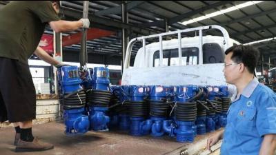 魯豫情深 魚臺愛心企業80臺潛水泵緊急馳援河南