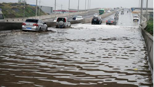 济宁高新区易积水路段看这里!交警提醒您注意出行安全