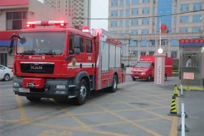 凌晨出发!澳门威尼人在线消防50名指战员9辆消防车增援河南