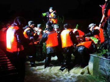 应急管理部启动消防救援队伍跨区域增援预案 调派1800名消防指战员增援河南防汛抢险救灾