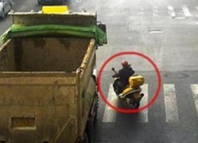 @廣大交通參與者,這片區域極其危險!請務必遠離